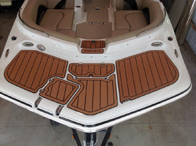 Hurricane Sundeck 202 bow with AquaTraction